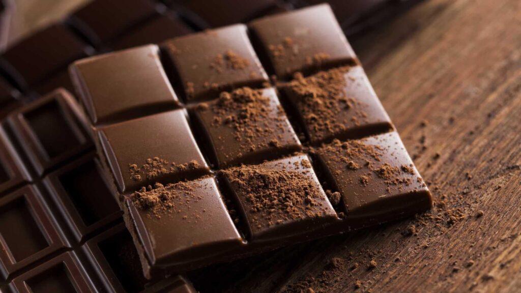 Шокола́д — кондитерское изделие на основе масла какао, являющееся продуктом переработки какао-бобов — семян шоколадного дерева, богатых теобромином и кофеином.